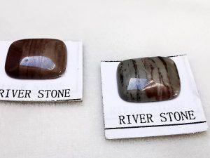 Piedra de río. Cabujón tallado a mano